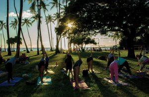 IIE Hawaii 人気No.1 アクティビティーのサンセットヨガで心も体もリフレッシュ