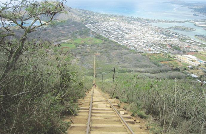 振り返ると眼下には綺麗なハワイカイの景色