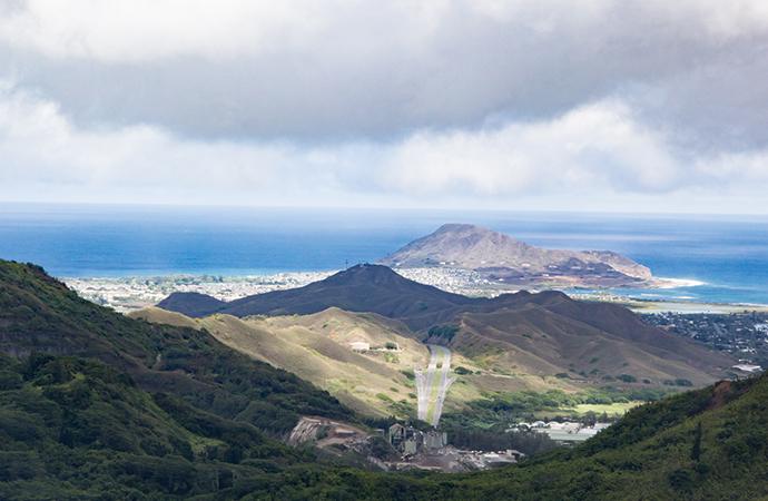 Nuuanu Pali Lookout (ヌウアヌ・パリ・展望台)に立ち寄る